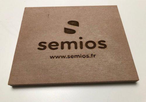 Plaque signalétique 100% recyclable en cosse de riz - réalisation Semios