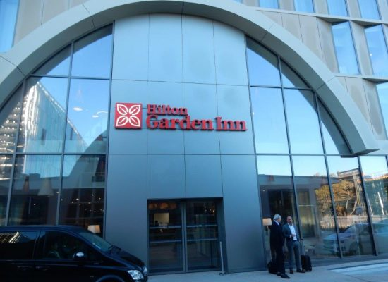 Enseigne et logo lumineux Hilton Garden Inn - Semios siège