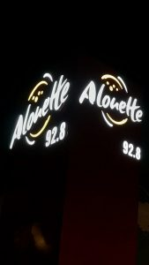 Facade advertising and illuminated signs – Alouette FM, les Herbiers – Semios