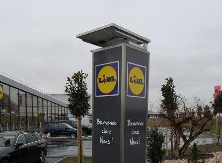 Totem Lidl panneau photovoltaïque Semios
