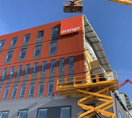 Orange Nantes - Installation caisson toile tendue - Semios